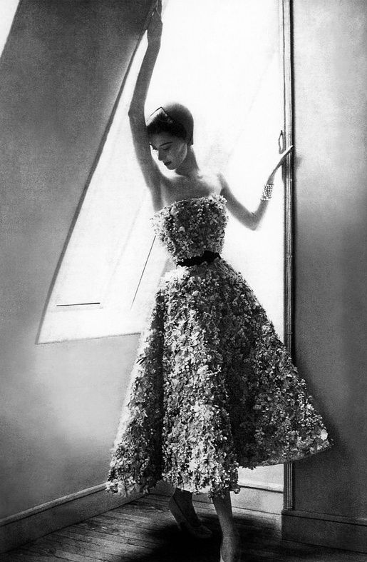Miss Dior short evening dress, Spring/Summer 1949 collection, Trompe-l'oeil line. Dress embroidered with mille-fleurs design by Barbier