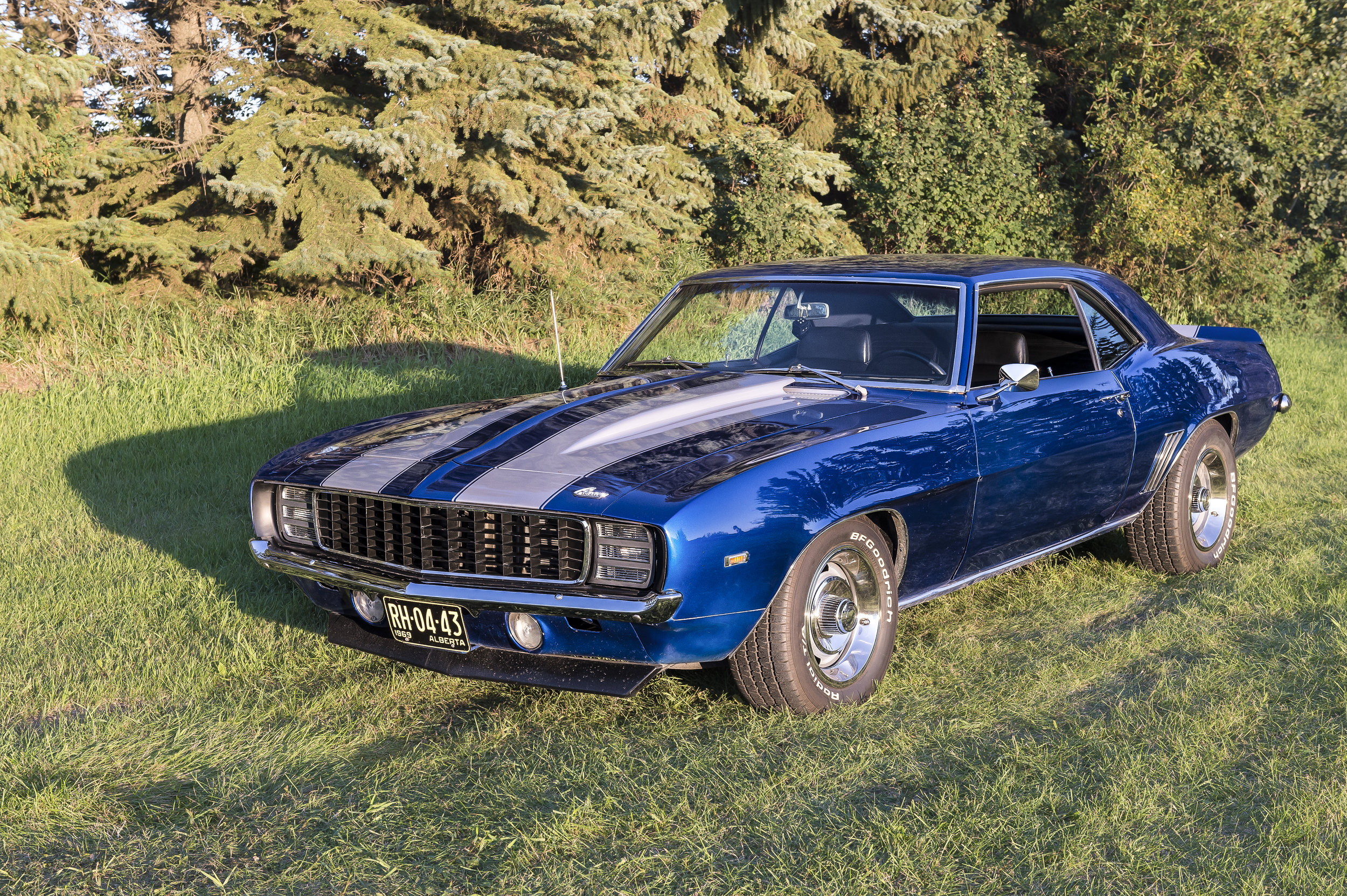 1969 Camaro RS  383 stroker, 700 r4, 10 bolt posi 383 gears, willwood brakes, all original sheet metal car from Texas.