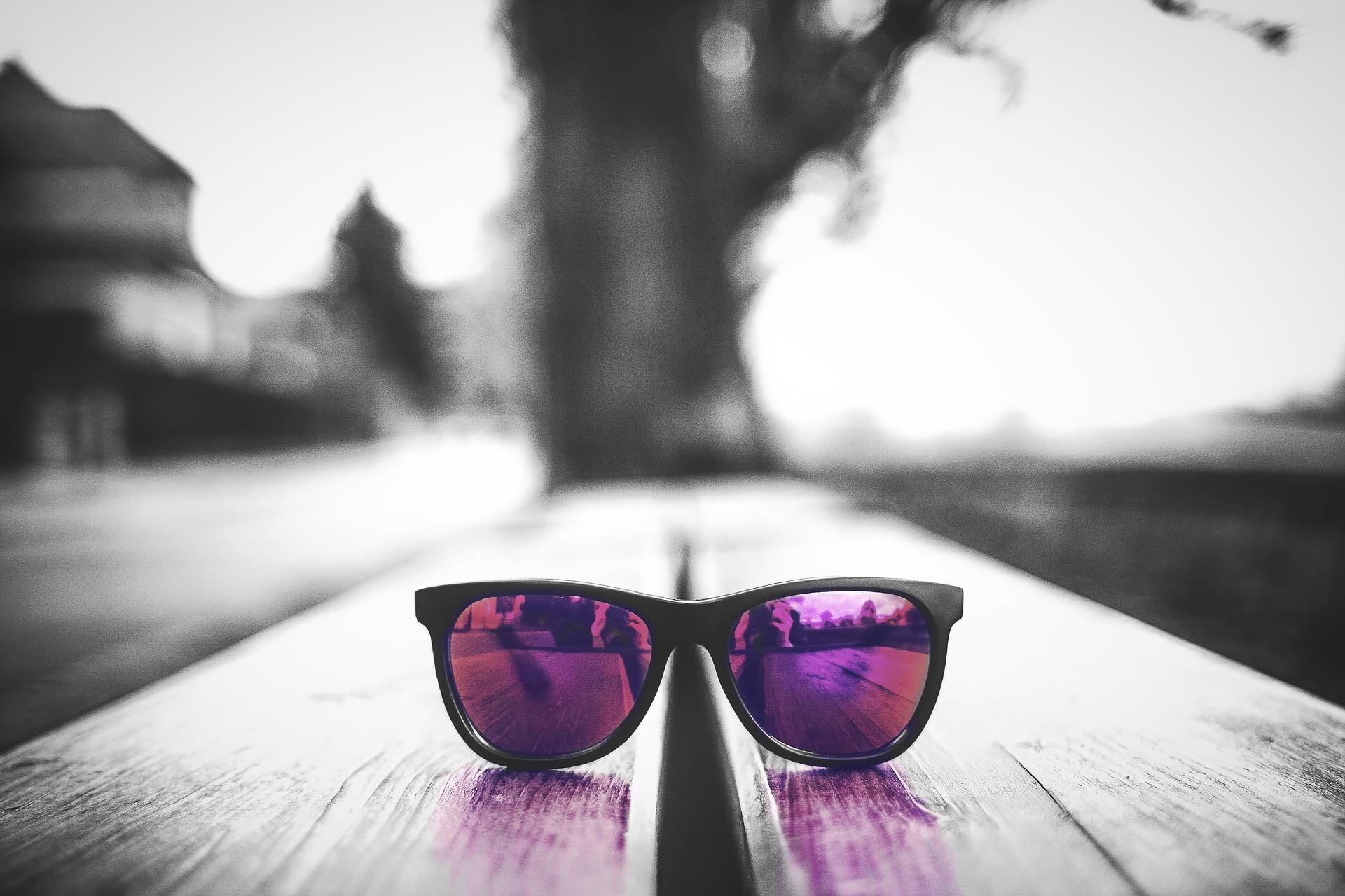 glasses-2144354_1920.jpg