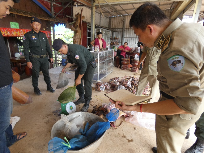 2018.12.01-WRRT-confiscate-wildlife-meat-and-turtles-Kampong-Speu-03.jpg