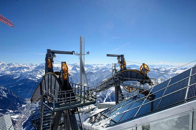 This beautiful building integrated installation is located at the terminus of the #MontBlancSkyway , the tram gains 2,162m in elevation from #Entrèves (1300m) to #Helbronner (3,462m). The ride takes a breathtaking 10 minutes. @energyglass.eu was lucky enough to make that their work commute for the installation back in 2015.  The #slopedglazing system with its integral #moncrystalline cells helps make #netzero construction a reality.  Designed by @rivista_architettura_design and Guido Incarbone Manufacured by @energyglass.eu Photo Credit: @energyglass.eu . . . . . . #solararchitecture #solar #solarpanels #solarglass #bipv #photovoltaicglass #photovoltaic #montblanc #alpine