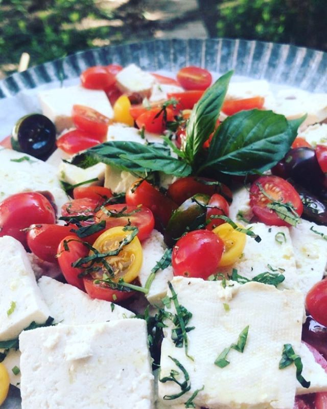 A simple Vegan Caprese salad it's delightful #vegan #delicious #lunch #summerfoods #eathealthy #cleanfood #sustainableliving #sustainable #kitchen #leed #greenkitchen #nyc #catering #photoshoots #photography #farmersmarket