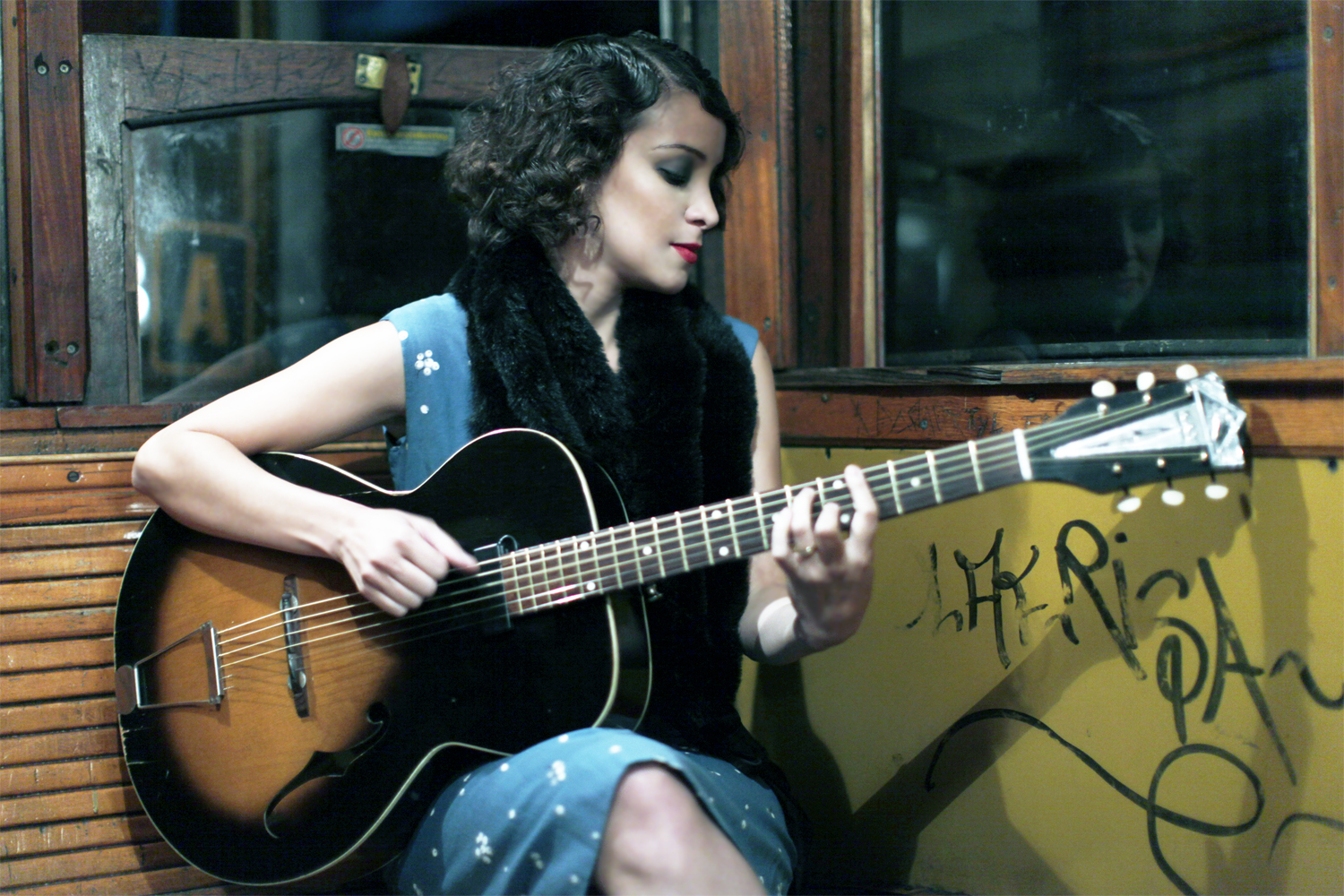Gaby Moreno guitar and grafitti hi res photo.jpg
