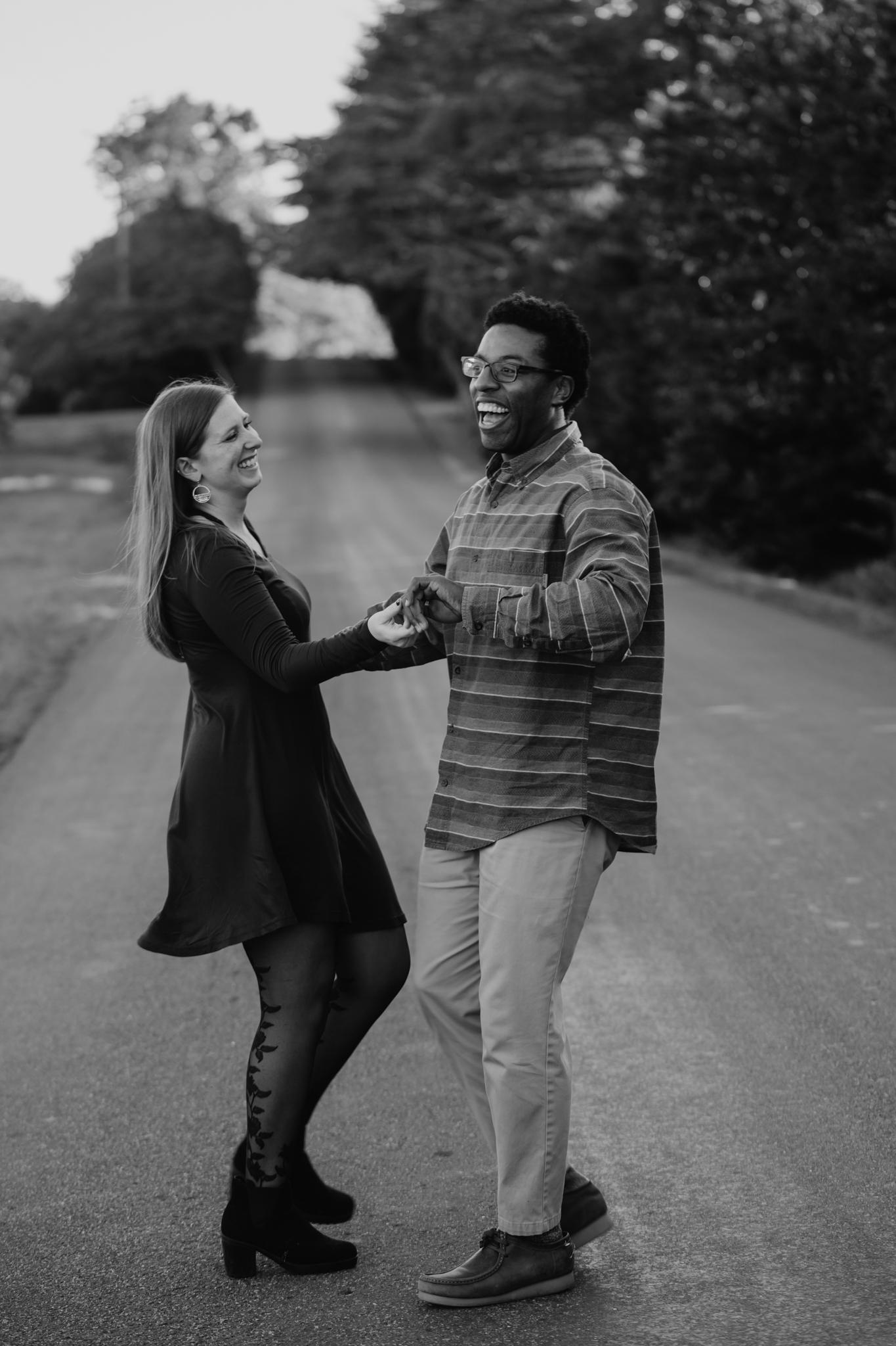 Charlottesville-Fall-Engagement-Photos_010.jpg