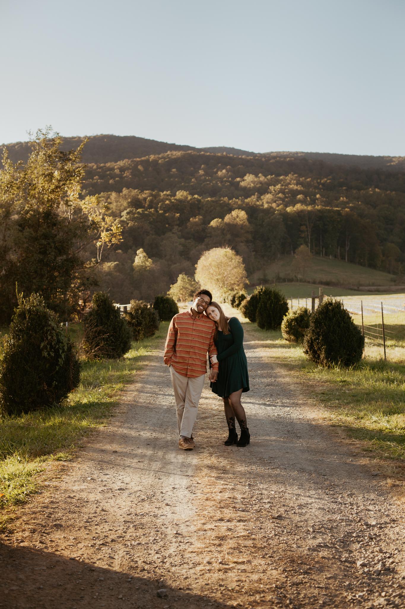 Charlottesville-Fall-Engagement-Photos_012.jpg