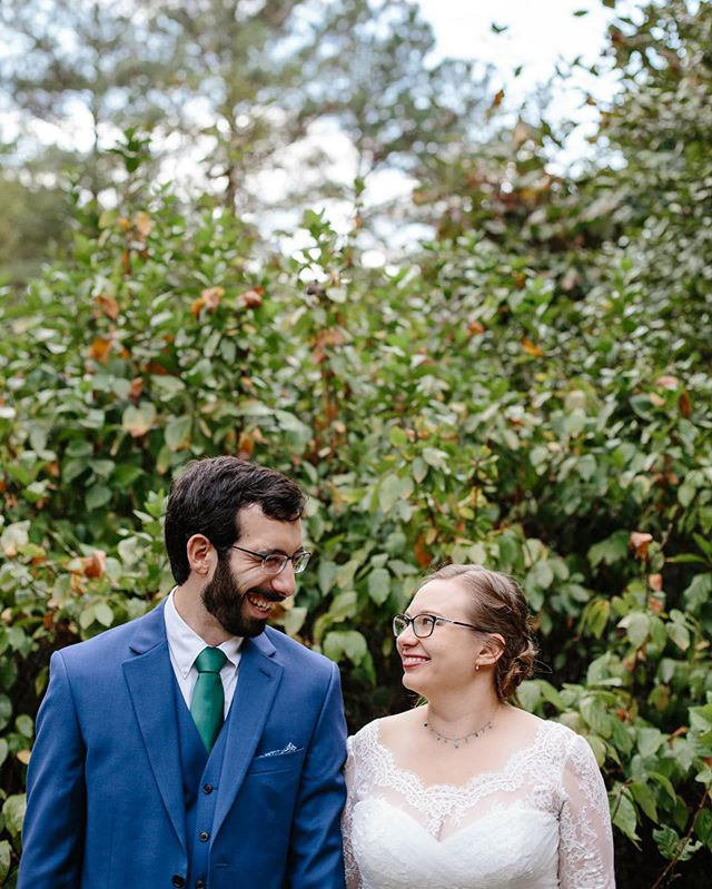😍 realllly loved this small, cozy wedding in the woods. The weather was glorious. And the bride and groom were so fun and sweet and laid back. I don't think there was a moment not enjoyed by these two during the day.