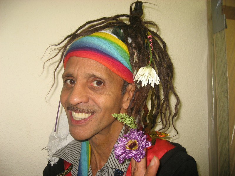 Fantuzzi with flowers in his hair.JPG