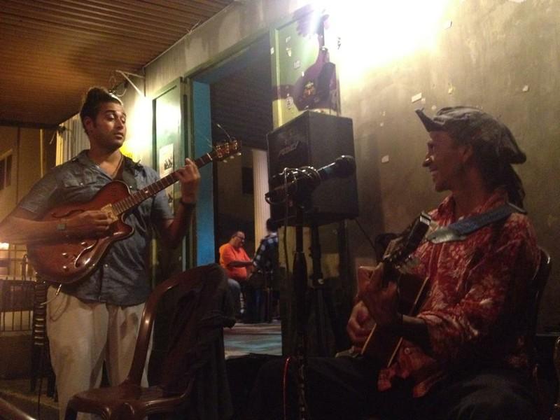 Fantuzzi plays in San Juan July 2013.jpg