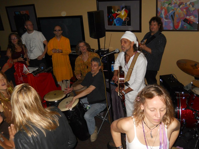 Fantuzzi at Yoga Oasis, Long Island, Oct 2011.jpg