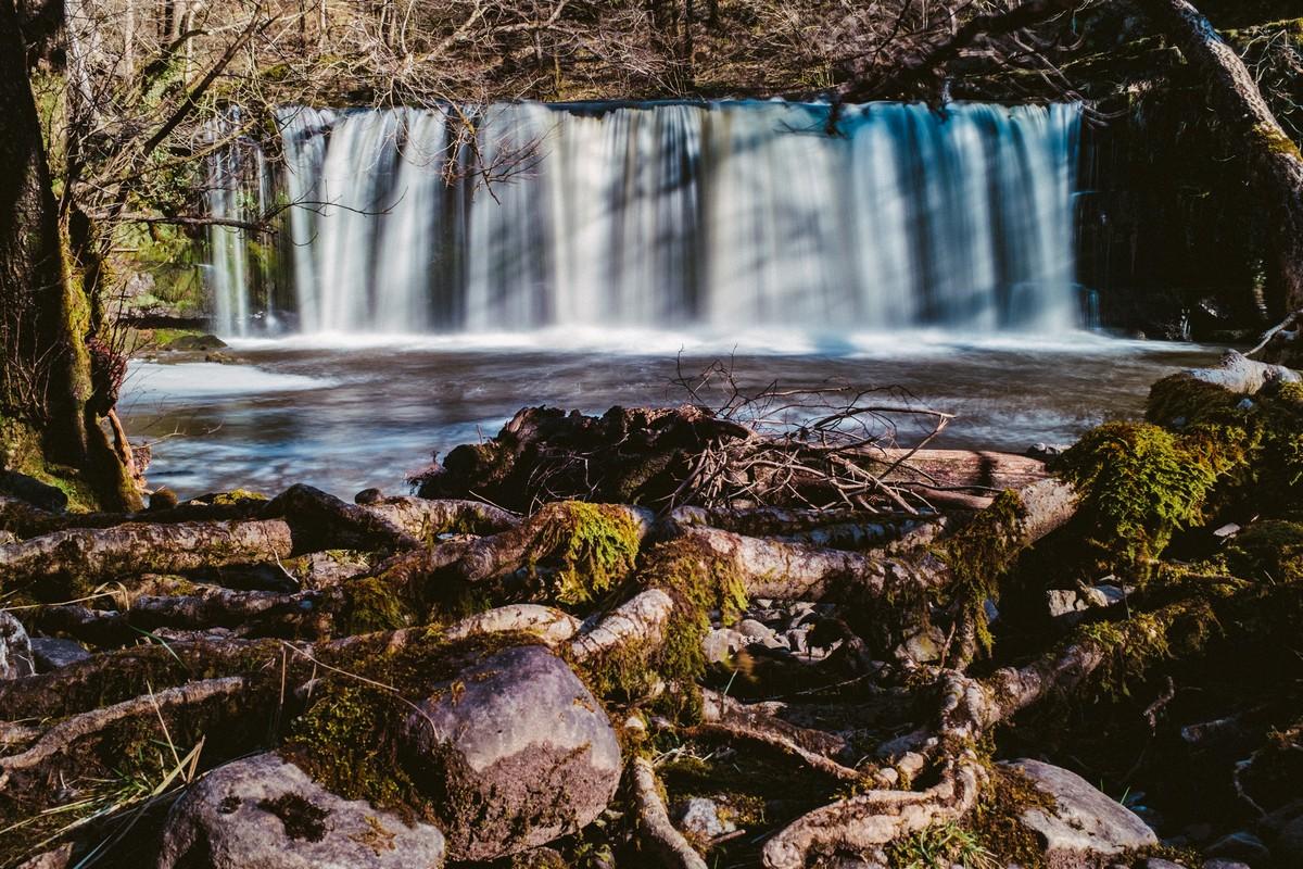 DSCF4868-Waterfall 2 (Exposure +0.30, Highlights -100).jpg