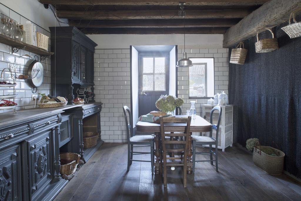 maison salvadore kitchen .jpg
