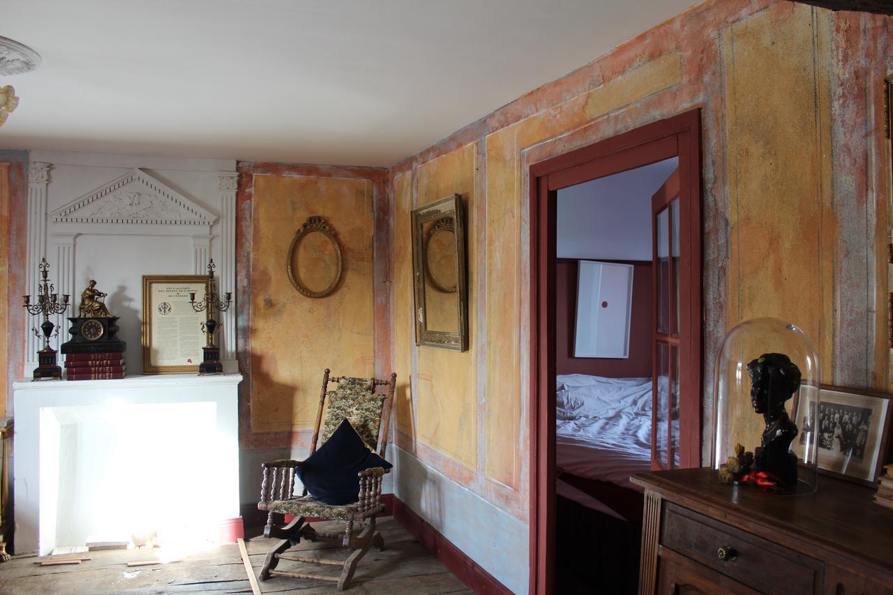 maison salvadore living space .jpg