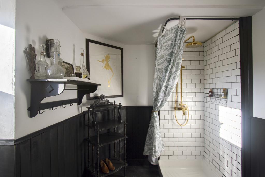 maiosn salvadore shower .jpg