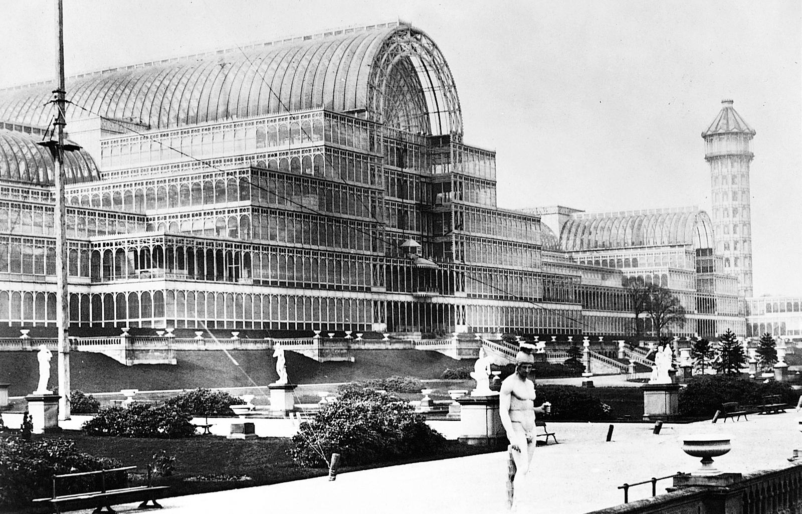 Endüstri çağının başlangıcını simgeleyen Crystal Palace, Londra