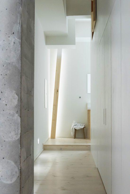 Room-304_Sigurd-Larsen_Michelberger-Hotel_Architecture-Danish-design-berlin_photo-x-James-Pfaff-8-550x822.jpg