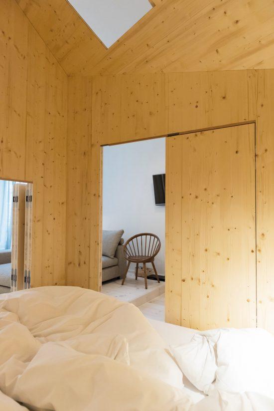 Room-304_Sigurd-Larsen_Michelberger-Hotel_Architecture-Danish-design-berlin_photo-x-James-Pfaff-7-550x824.jpg