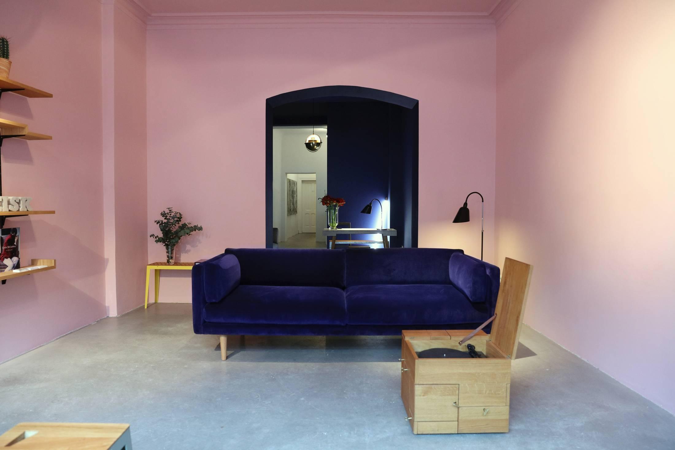 Sigurd-Larsen-design-architecture-furniture-Pop-Up-Store-Torstraße-berlin-2-1100x733@2x.jpg