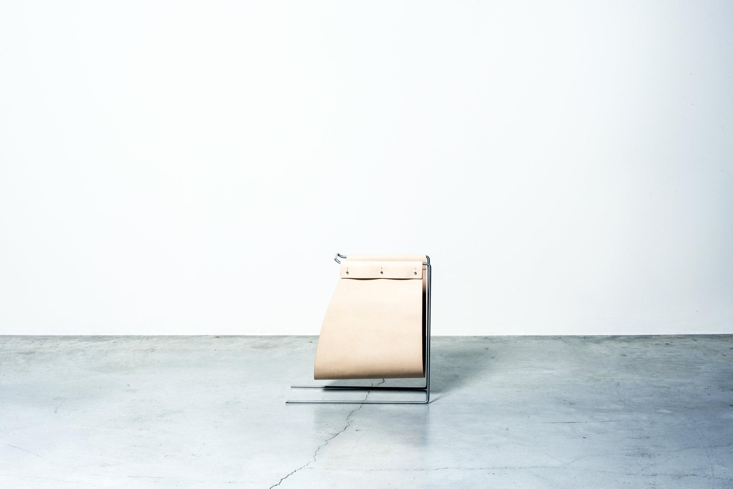 MOJ18_Atelier+LAVIT+-+VENEZIA+magazine+rack+Nilufar+Gallery+1+©DanieleIodice.jpg