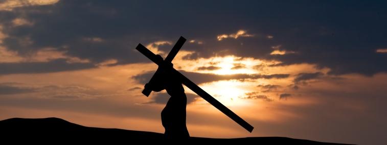 """Mt 10.38-39.  Jézus így tanít:  """"Aki nem veszi fel keresztjét, és nem követ engem, nem méltó hozzám. Aki megtalálja életét, az elveszti azt, aki pedig elveszti életét énértem, az megtalálja azt."""""""