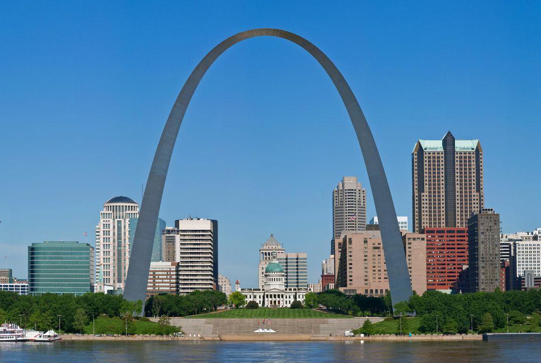 The Gateway Arch, 1965 by Eero Saarinen. Located in St. Louis, Missouri, USA.
