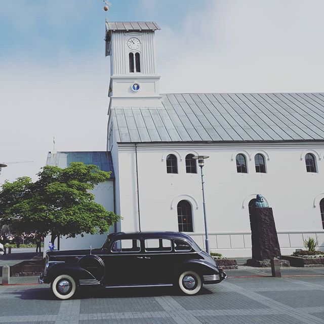 Happy 17th of June! The Icelandic independence day. The Icelandic President Sunday vehicle. A 1942 Packard in front of the cathedral in Reykjavik.  #june17th #independenceday #iceland #reykjavik #travel #Euromic #destinationmanagement #incentives #incentivetravel #1942packard #packard #travel