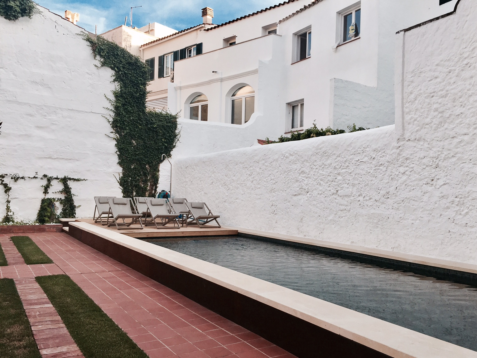 The pool and garden at Casa Ladico