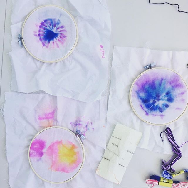 Revisiting Materials ✨🌈🙌🏼 Returning to COLOR POEMS  we led our school community in last Fall💫. These sharpie and alcohol explorations in color solubility were too inspiring to place in the fabric recycling bin. We tucked them away with dreams of layering on line drawings/ embroidery embellishments.  And here we are .. 💙💦 Materials: ⭐️Fabric (this is cheap patten making material - easy to learn how to stitch with ) ⭐️Embroidery Hoop ⭐️ Starter needles ⭐️ Thread ⭐️ scissors ⭐️ water based maker to draw lines to stitch over (or Not) ⭐️ we plan on stitching on some found nature treasure (can't help shelling while at the beach😜) 💜Travel Art Kits 💙are a needs list in our family.  SO WORTH IT to make the time to gather a few materials for creative recharge moments together.  A drop cloth  set up for drawing, dreaming, reading, collections and free exploration - at home OR while traveling defines space and serves as a clear invitation to create. ⭐️✨ We began prepping poolside with these and easily transferred all indoors and even in restaurants 🙀. embroidery is such a light weight portable project. . . . . #revistingmaterials #embroideryart #kidsfiberarts #sharpietiedye #makermama #travelartkits #maketimetocreate #invitationtocreate #artritual #reconnectingtosource #childled #somethingfromnothing #paintingwithrepurpose #sustainableart #sustainablecrafts #craftresponsibly #openartspark #whoneedsanipad