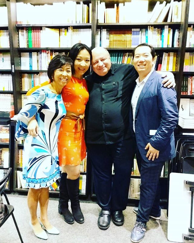 #opera #talk at #eslitebookstore #dreamteam #morethanmusical #rocks !!!