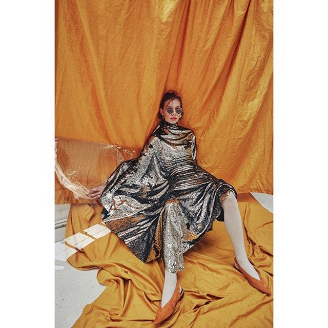 Happy hump day! Adding some colour into this gloomy weather with my new shoot for 🧡 @blancmagazine 🧡 . #styling @oliver_vaughn #hmua @meghan_cox_hair #model @jude_gralak @models1 #setdesign @kathryn_madge @damacda @peanutfactorystudio #neweditorial #outnow #blancmagazine #editorial #fashion #photographer #carlaguler