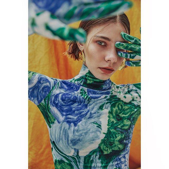 🧡 @blancmagazine 🧡 . #styling @oliver_vaughn #hmua @meghan_cox_hair #model @jude_gralak @models1 #setdesign @kathryn_madge @damacda @peanutfactorystudio #neweditorial #outnow #blancmagazine #editorial #fashion #photographer #carlaguler