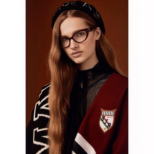 New story for @accessoryvoguevanity shot in Milan ❤️ . @luxottica @gabijagas #styling @cleocasini #hmua @karinborromeo @velweiss #assistant @alexingramphoto #milan #italy #vogue #vanityfair #magaccessory #luxottica #eyewear #beauty #portraits #canon #photographer #carlaguler #fashion