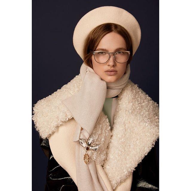 New shoot for @accessoryvoguevanity @luxottica 🖤 . . #styling @cleocasini #hmua @karinborromeo @wmmanagement #assistant @alexingramphoto #milan #italy #vogue #vanityfair #magaccessory #luxottica #eyewear #beauty #portrait #canon #photographer #carlaguler #fashion