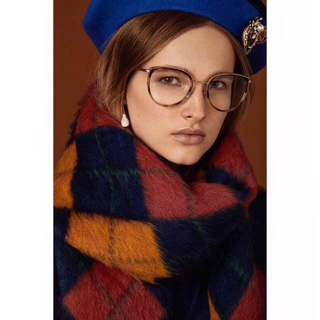 @gabijagas for @accessoryvoguevanity @luxottica 🖤 . . #styling @cleocasini #hmua @karinborromeo @wmmanagement #assistant @alexingramphoto #milan #italy #vogue #vanityfair #magaccessory #luxottica #eyewear #beauty #portrait #canon #photographer #carlaguler #fashion