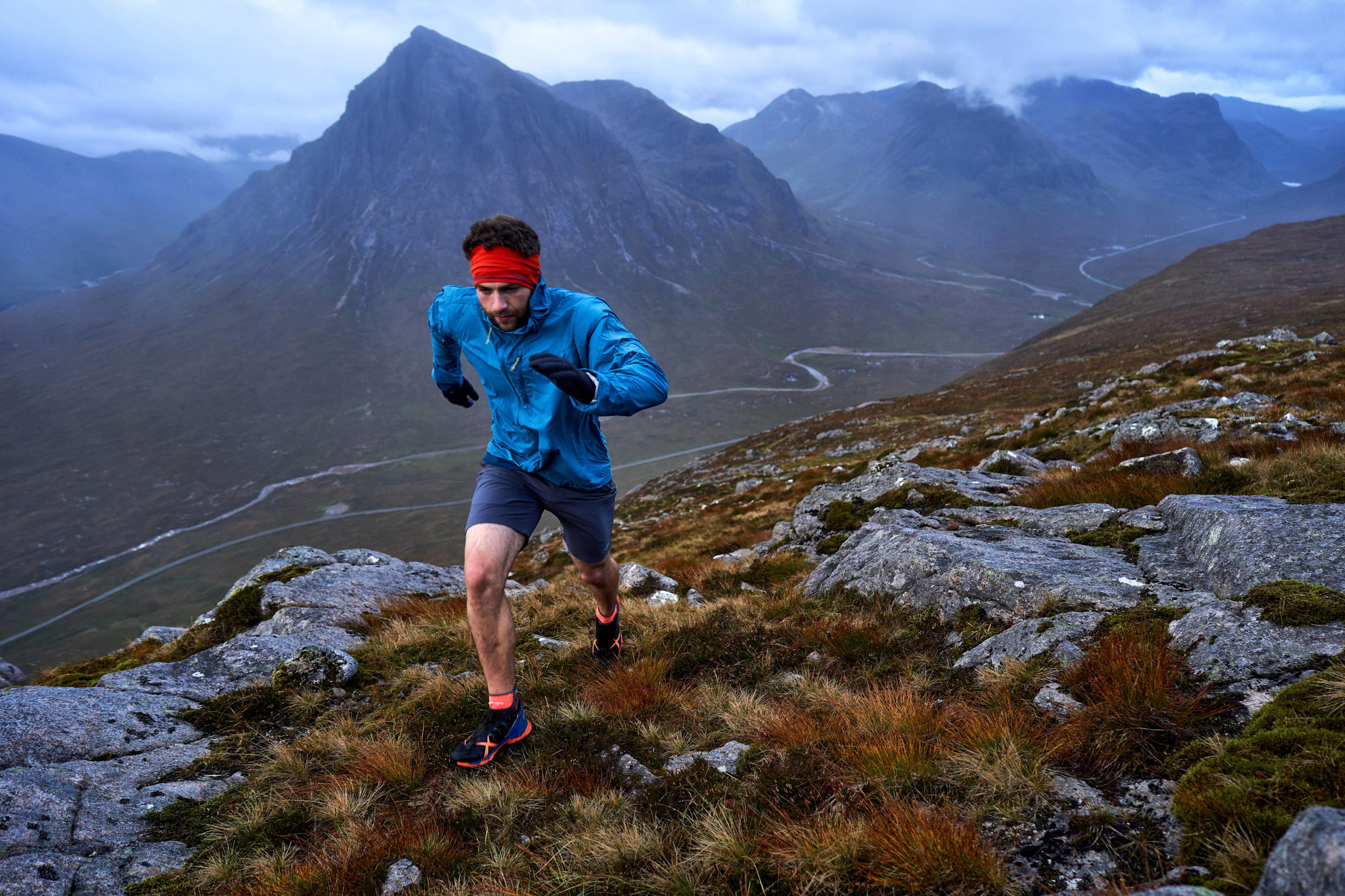 Greg Boswell running into a fierce headwind on the upper slopes of Beinn a'Chrulaiste