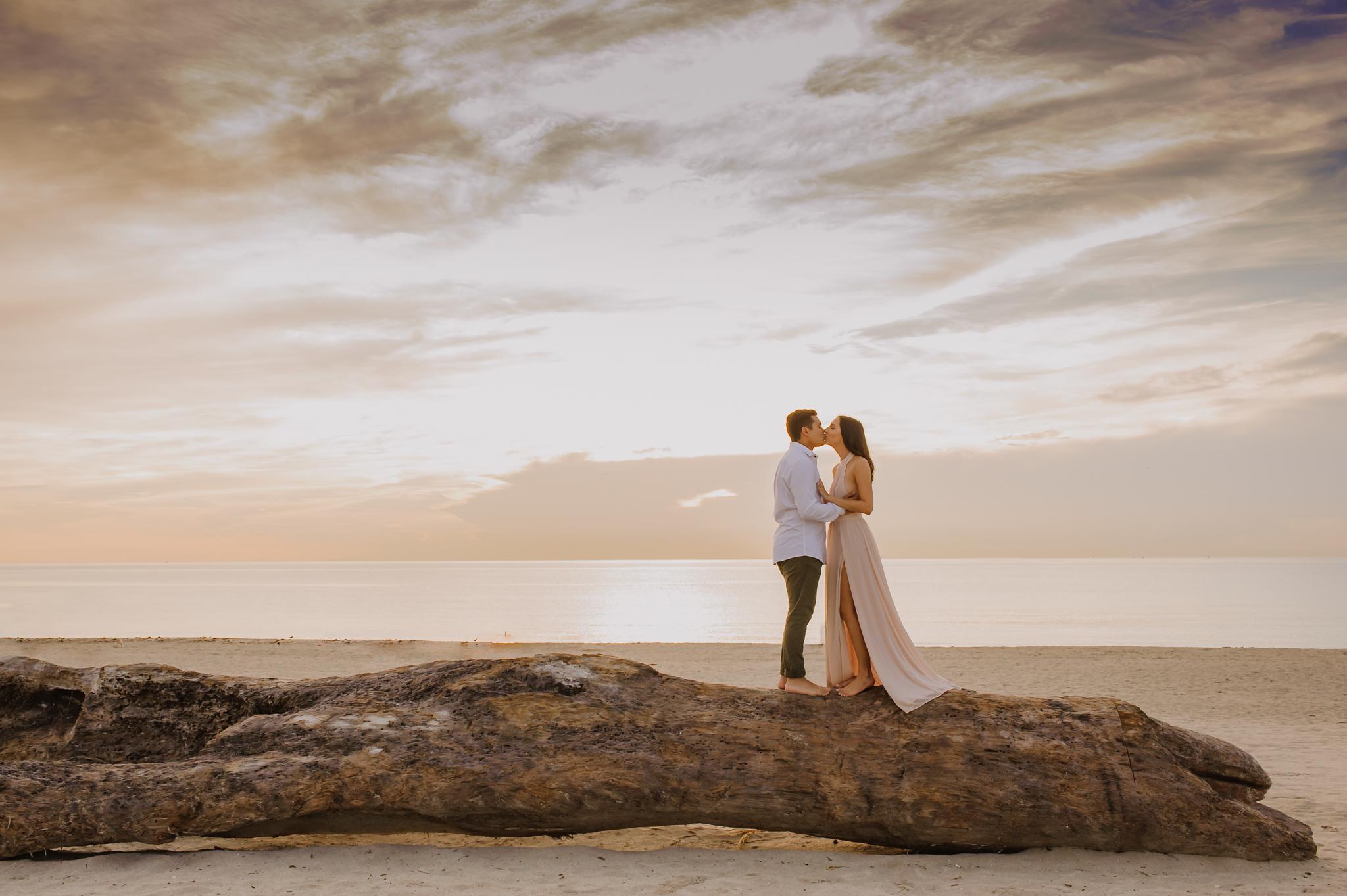miami-beach-sunrise-engagement-vanessa-and-johnny-photography-video-1-14.jpg