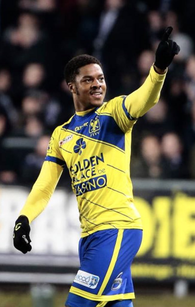 Chuba Akpom in the yellow and blue of STVV