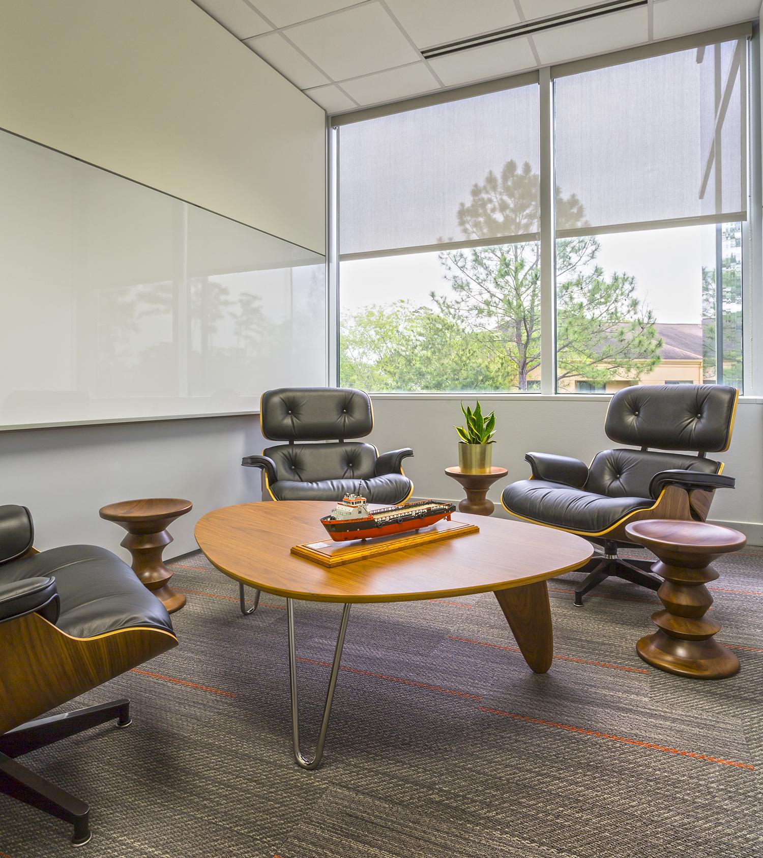 A daylit huddle space at the Hornbeck Headquarters in Covington, LA. (Eskew+Dumez+Ripple)
