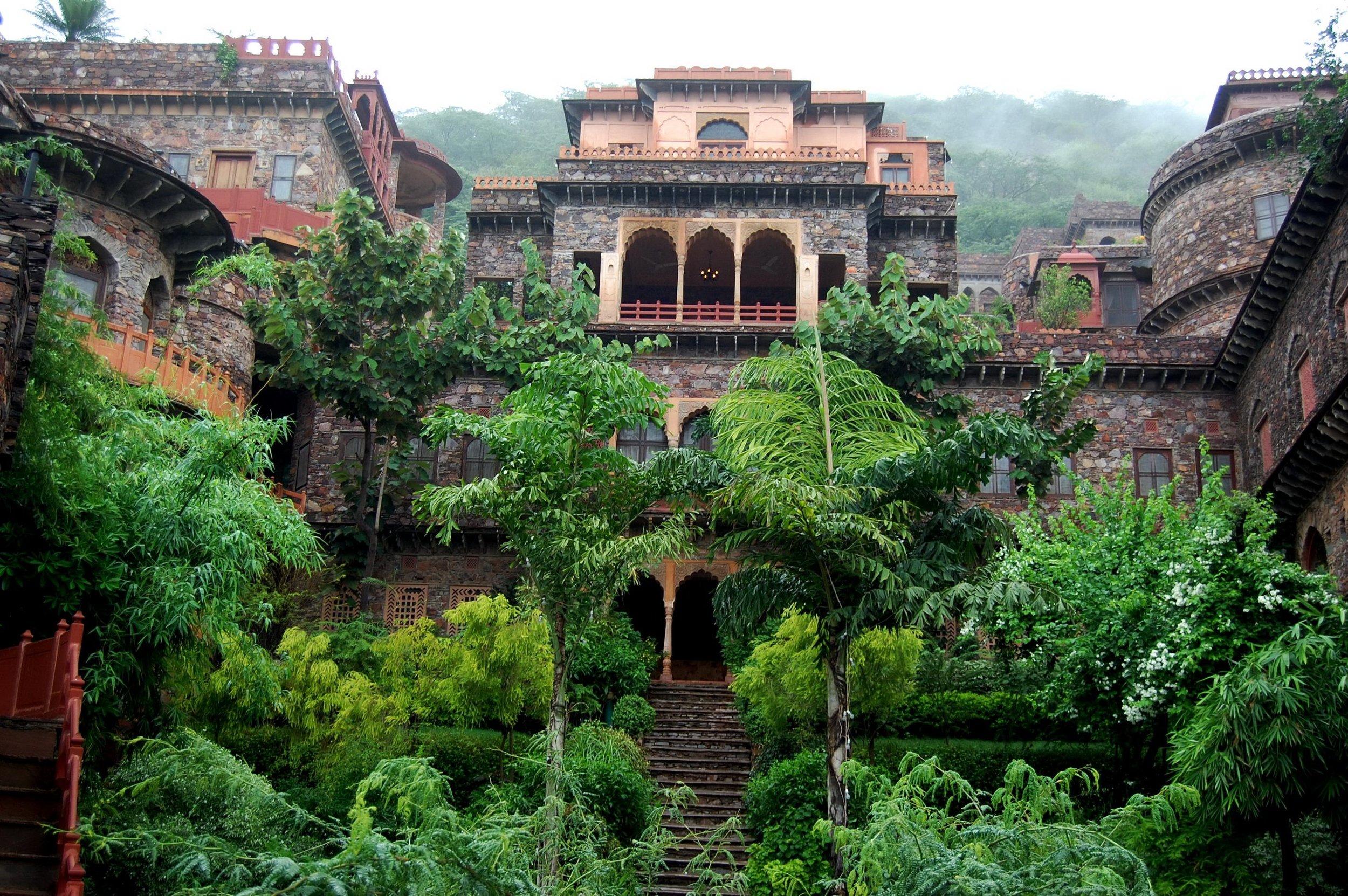 neemrana-fort-palace-rajasthan.jpg