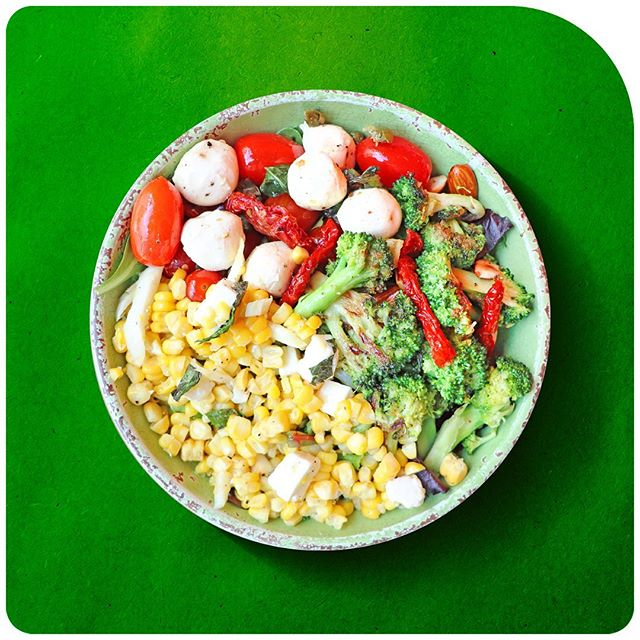 A delicious salad with broccoli, corn, tomatoes and fresh mozzarella… Eating right does not mean at all that you have to sacrifice flavor! Eat right, feel great! ……. #healthy #happy #lifeisgood #tasty #eat #eating #hungry #foodpics #training #weights #fitness #bestsalad #tomatoes #foodporn #juicy #delicious #keepitsimple #simple #acaibowl #best #hellskitchen #hiddengem #healthyfood #fresh #vegetarian #healthybowl #eatright #feelgreat