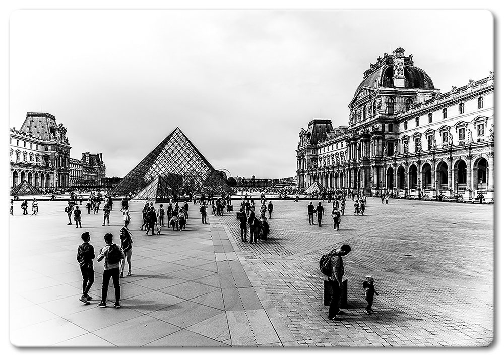 The Louvre BW