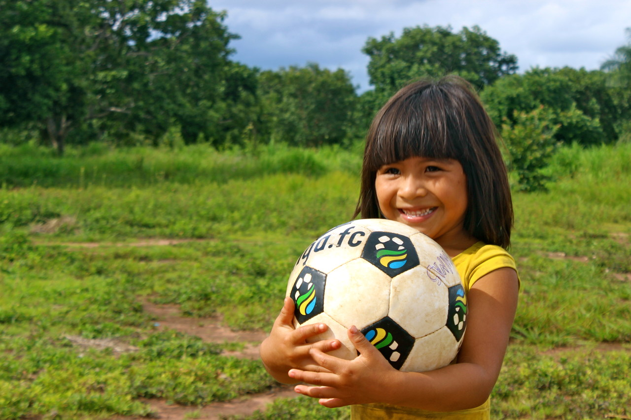 A criança e a bola II