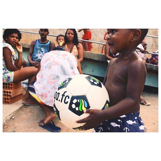 Ta no nosso Facebook o álbum de fotos completo do Natal Feliz da Ginga.Fc que fizemos na comunidade Vila Beira Mar, Rio de Janeiro, em conjunto com o pessoal do @teto.br. Obrigado a todos que contribuíram e participaram! #GingaFc #NatalFeliz #ImpactoSocial