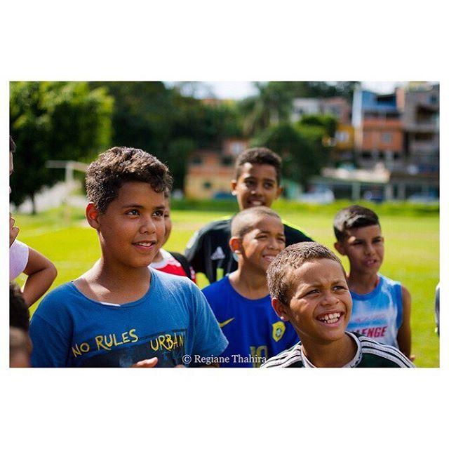 Se liga na alegria da molecada durante nossa ação Natal Feliz em Jandira/SP, no fim do ano passado. Agradecimento especial ao amigo @careca360 e as #AgentesTransformadoras @regianethahira e @monicasaraiva.silva responsáveis pelas fotos. O álbum completo esta em nosso Facebook. Confere lá! 😉 #GingaFc #Futebol #DesenvolvimentoSocial #NatalFeliz #SãoPaulo #Brasil
