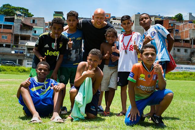 O goleiro de futsal  Fernando Careca , natural de Jandira/SP, foi parceiro e participou do desenvolvimento e realização da nossa ação na comunidade do Sagrado Coração.