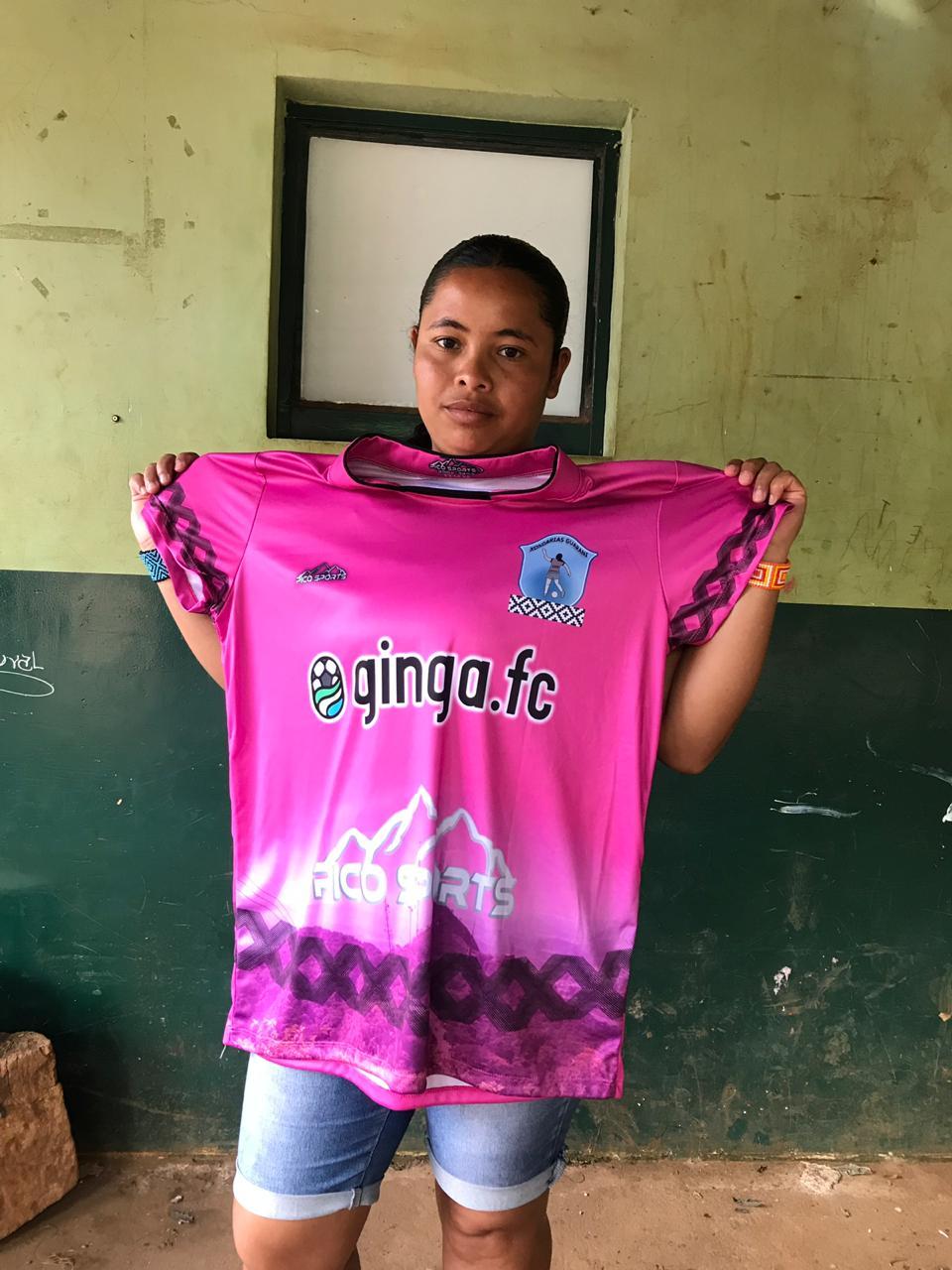 Um dos primeiros passos da parceria foi o desenvolvimento de novos uniformes para o  Xondarias Guarani,  time de futebol feminino da aldeia  Guarani Mbya.