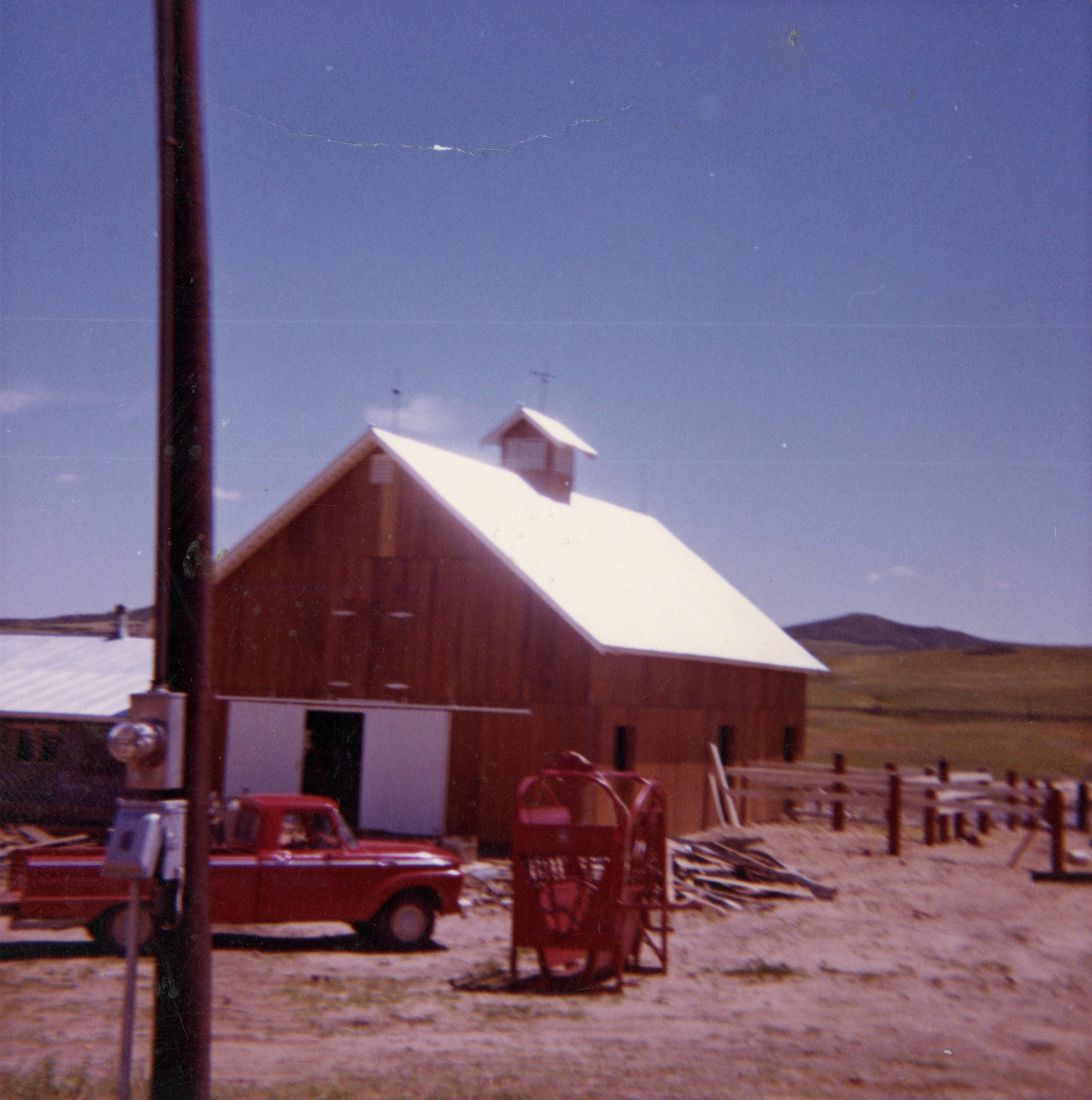 Front_of_Barn_at_Bell_Mountain_Ranch.jpg