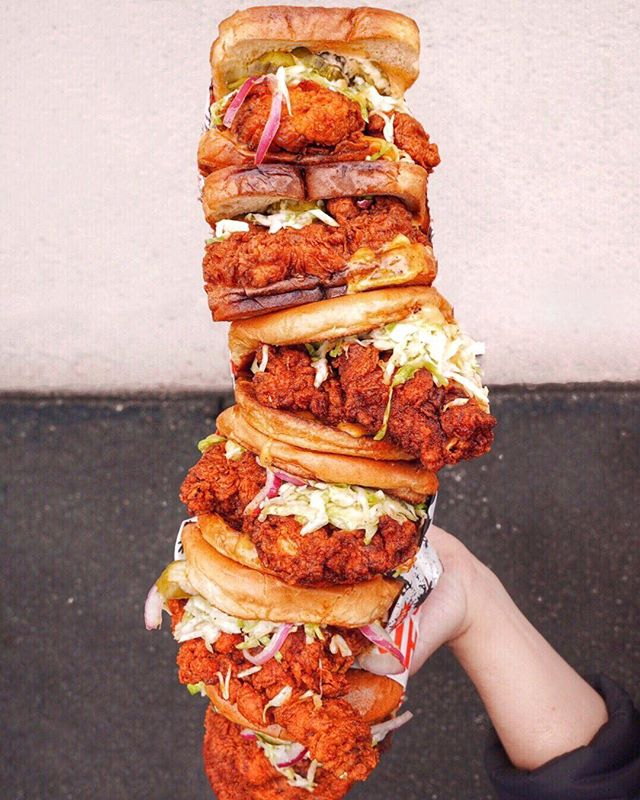 These Toasty Buns are so good 🤤, you'll want to chick them out twice 😏. So...Who wants to help me devour this tower of Six Sandos from @howlinrays 🤤?? #eatswithanthony