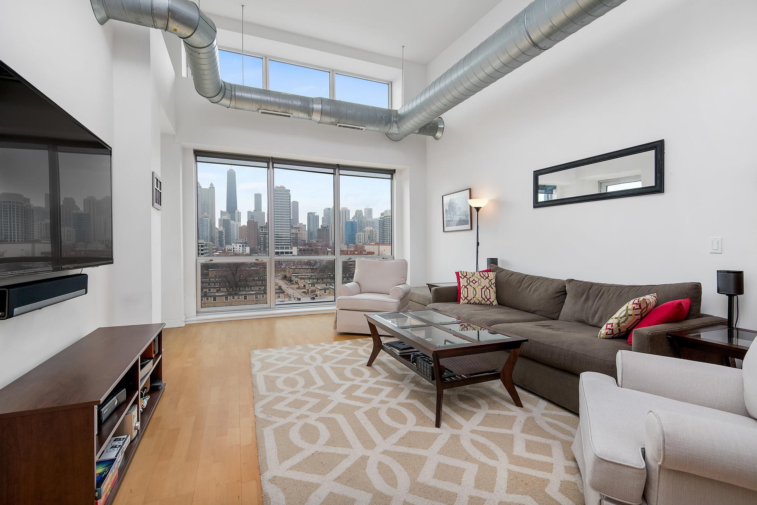 Bobby-Review-RJ -Yozwiak-Chicago-Real-Estate.jpg