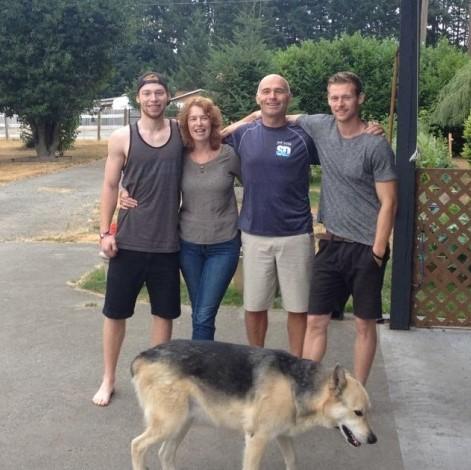 Sandra Tully, Ryan Pinneo and family.