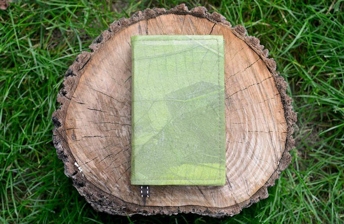 6. ECO ACCESSORIES - Sustainable belts, notebooks, beanies, scarves and more.Surprise some one with a notebook made of leaves!